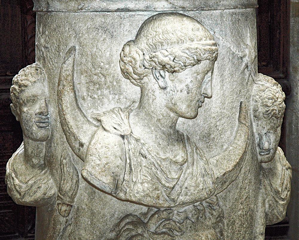 01-selene-louvre-altar-roman-bath